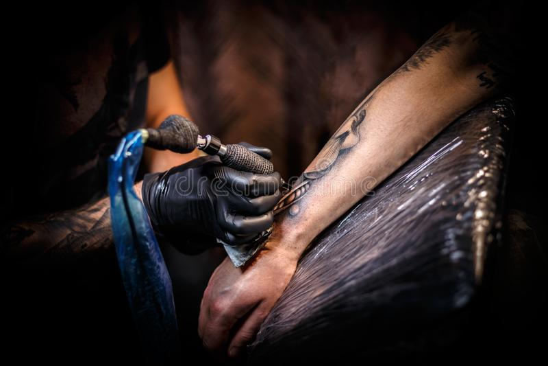 纹身花刺艺术家 库存照片