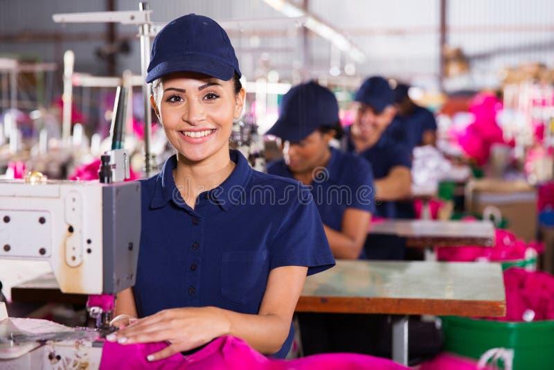 年轻纺织品机械师 免版税库存图片