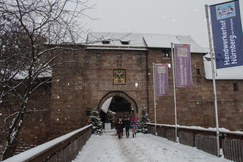 纽伦堡主闸冬时的 巴伐利亚人 德国 库存照片