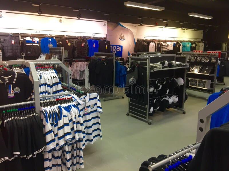 纽卡斯尔联足球俱乐部橄榄球俱乐部商店 库存照片