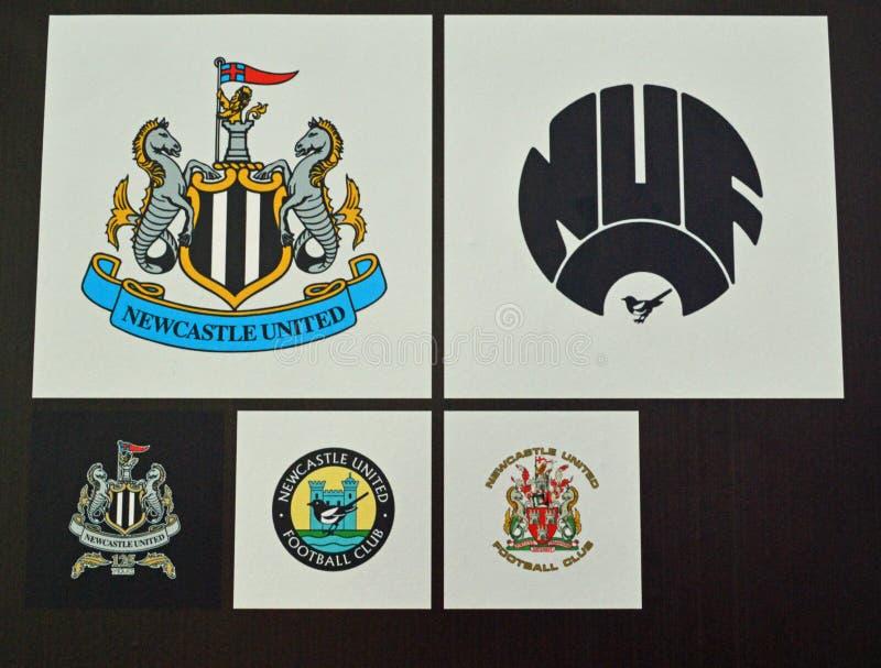 纽卡斯尔联足球俱乐部橄榄球徽章 库存图片