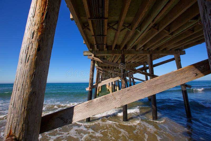 纽波特码头海滩在加利福尼亚美国从下面 库存照片