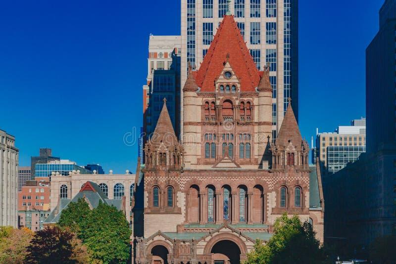 纽约三一教堂和摩天大楼门面在科普利广场,波士顿,美国 免版税库存图片