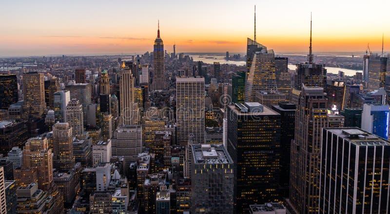 纽约地平线从岩石日落的上面的曼哈都市风景帝国大厦 图库摄影