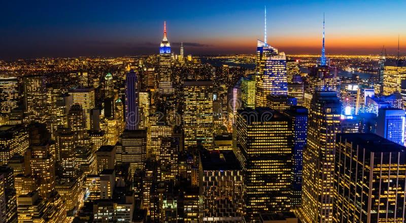 纽约地平线从岩石日落的上面的曼哈都市风景帝国大厦 库存图片
