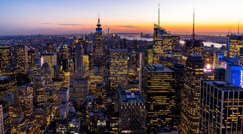 纽约地平线从岩石日落的上面的曼哈都市风景帝国大厦 免版税图库摄影
