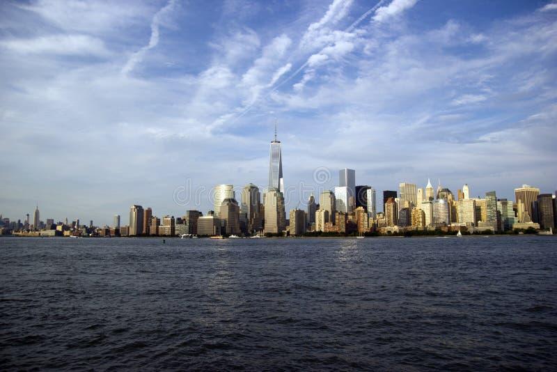 纽约地平线和自由塔 免版税库存照片