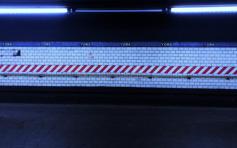 纽约地铁难看的东西凉快的样式时髦NYC街道平台 库存图片
