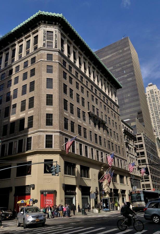 纽约时尚百货大楼第五大道购物阁下和泰勒百货大楼曼哈顿旗舰零售业 免版税库存照片