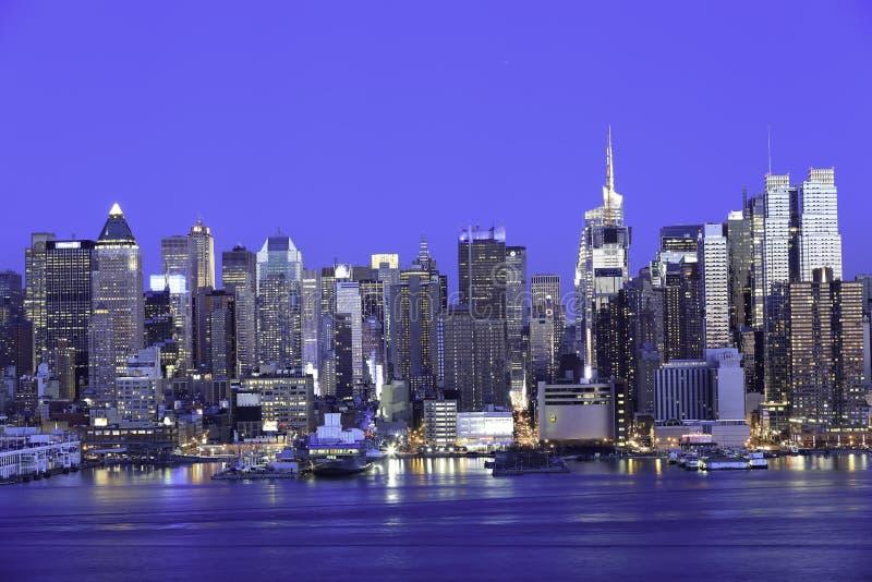 纽约曼哈顿在晚上 库存照片