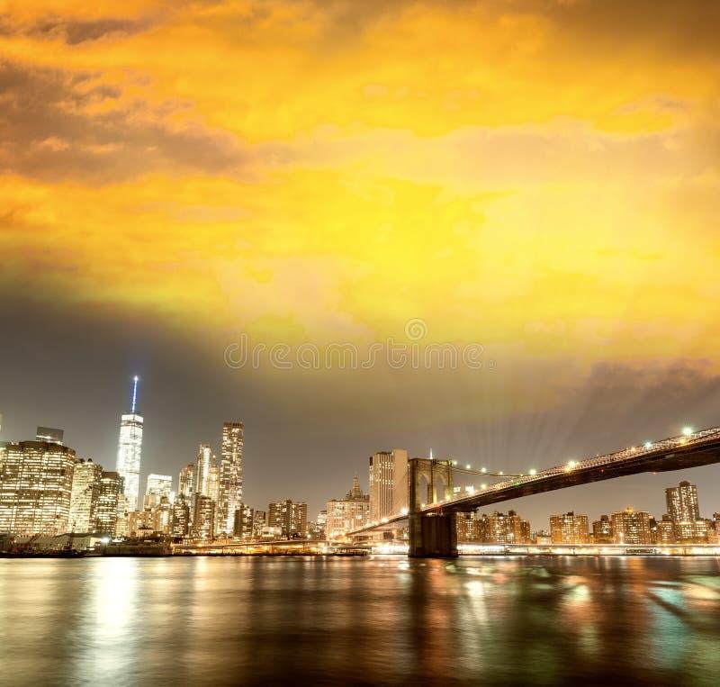 纽约曼哈顿有的布鲁克林大桥的地平线全景 免版税库存照片