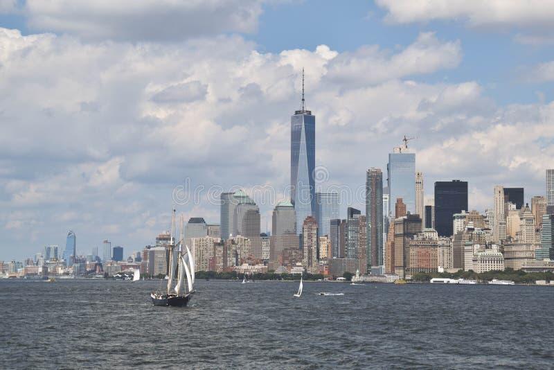 纽约看法有一艘帆船的在最前方,美国 图库摄影