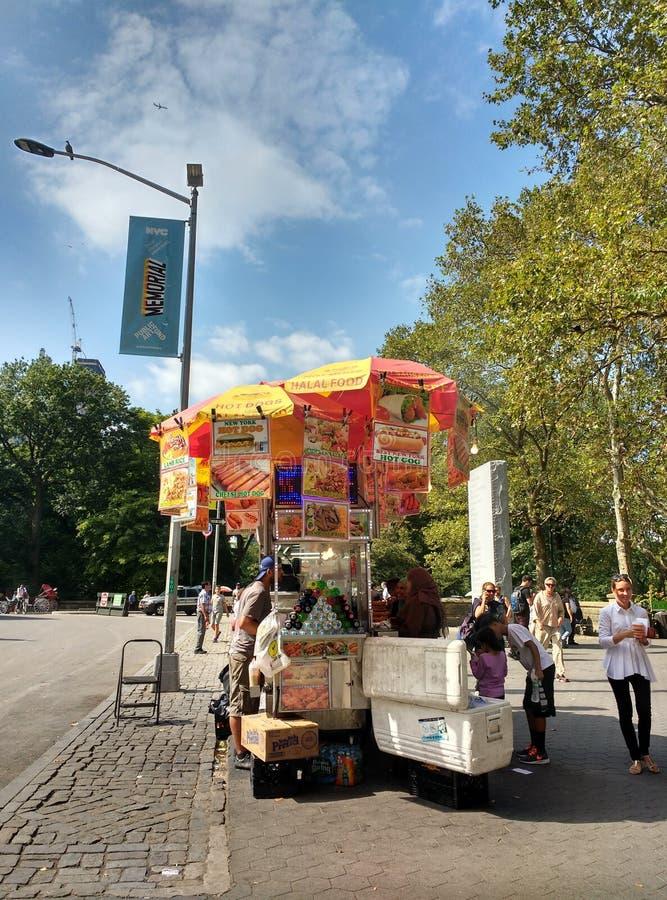 纽约街在中央公园,中间地区,曼哈顿, NYC, NY,美国附近的食品厂家 库存图片