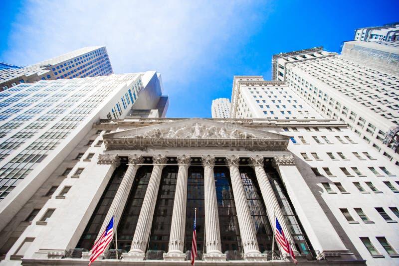 纽约证券交易所在曼哈顿财务区 大厦的看法在天空的 图库摄影