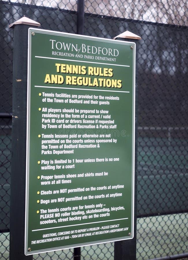纽约贝德福德市公共镇法院签署《网球编辑规则》 免版税库存图片
