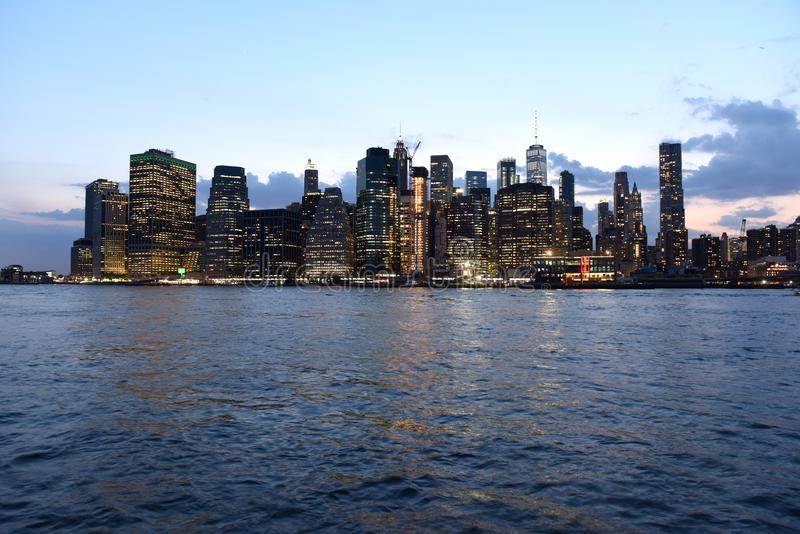 纽约都市风景在晚上 纽约,财政区我 库存图片