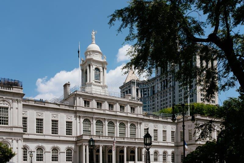 纽约霍尔和曼哈顿市政大厦在曼哈顿下城,纽约,美国 免版税库存照片