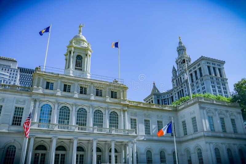 纽约霍尔和纽约旗子 库存照片