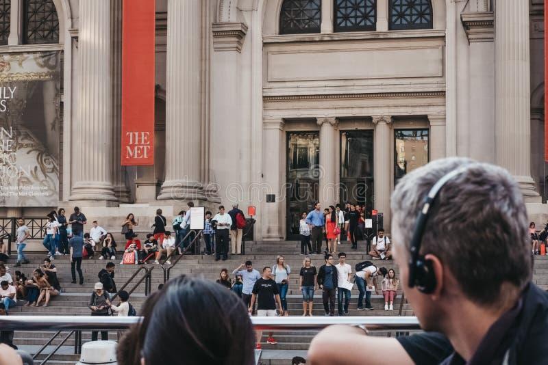 纽约首都艺术博物馆的看法从游览车的顶端 库存照片