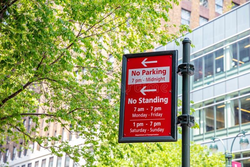 纽约,曼哈顿 禁止停车,没有常设红色标志 免版税图库摄影