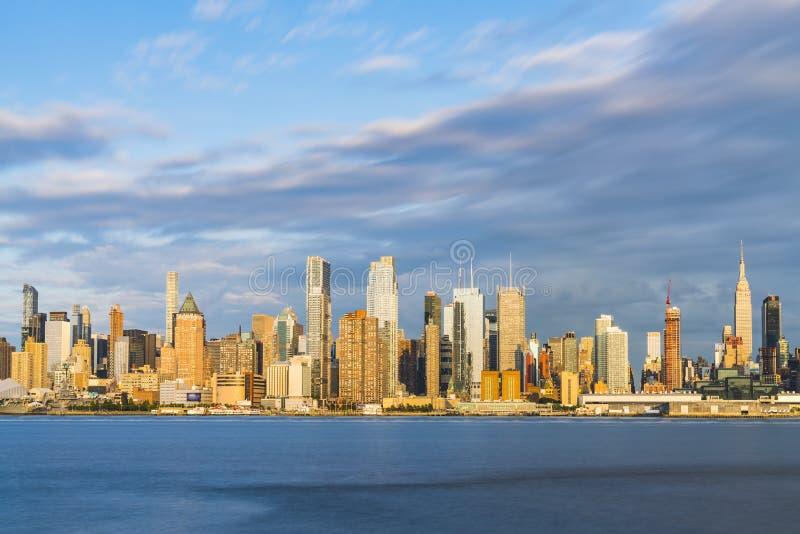 纽约,美国, 08-25-17 :纽约地平线在与ref的晚上 库存图片