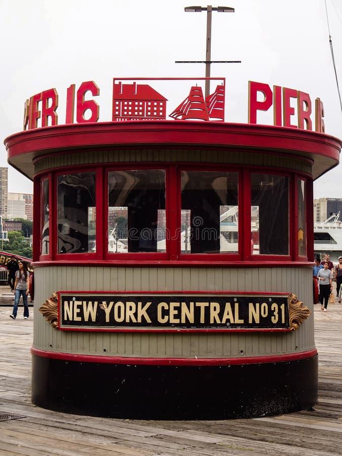 纽约,美国-在白天的码头16在lo 免版税图库摄影