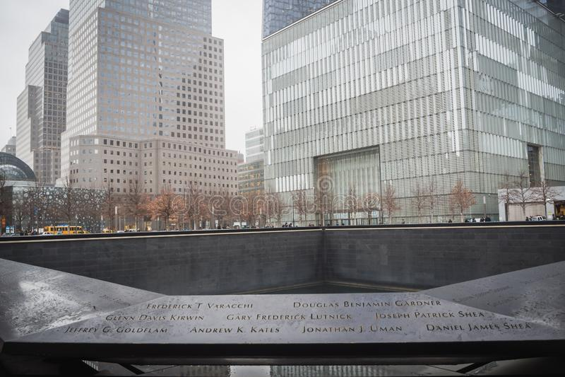 纽约,美国- 2018年2月23日:全景爆心投影与9月11的受害者的日名字在墙壁的中心 免版税图库摄影