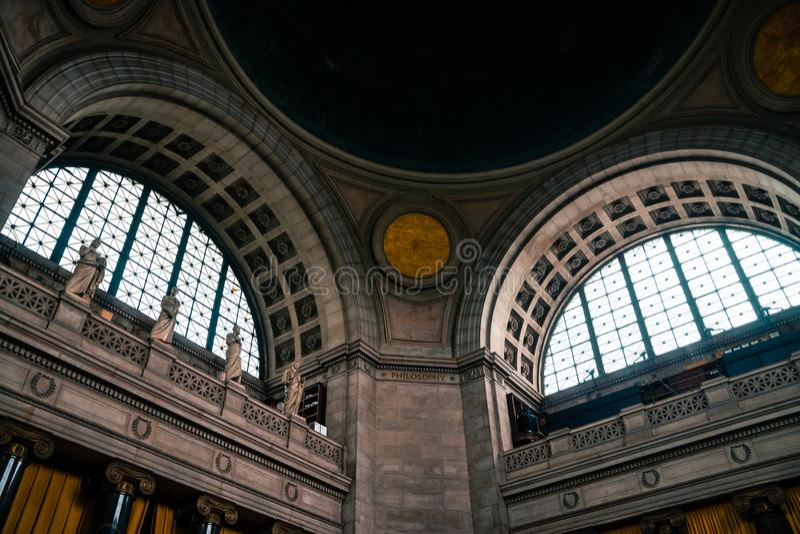 纽约,美国- 2016年7月13日:哥伦比亚大学图书馆的内部  库存照片
