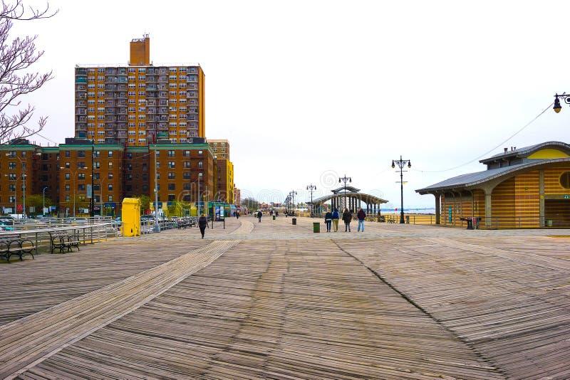 纽约,美国- 2016年5月02日:科尼岛木板走道,布赖顿海滩,布鲁克林,美国 库存图片
