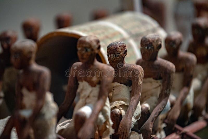 纽约,美国- 2017年4月23日-在大都会博物馆的埃及木小船 免版税库存图片