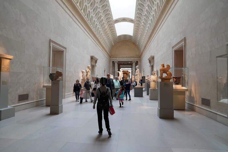纽约,美国- 2018年5月27日-艺术会见的大都会博物馆的访客  库存照片