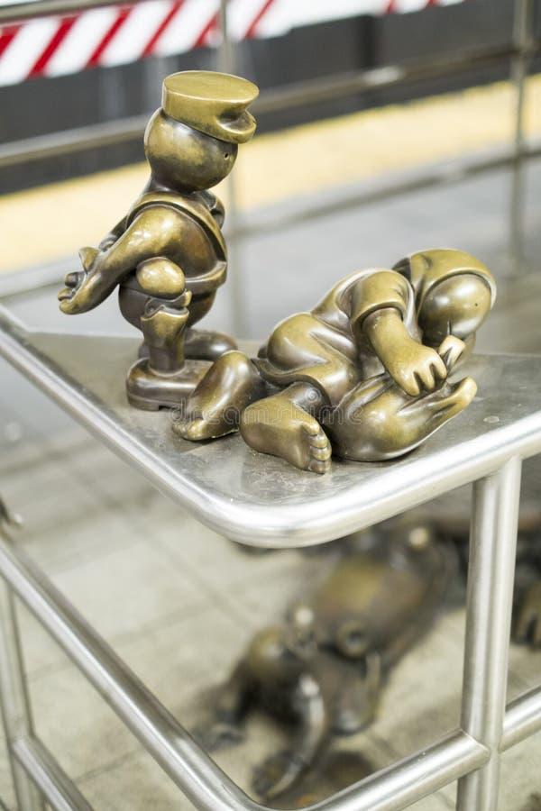 纽约,美国- 11月24日:生活地下铜雕塑 图库摄影