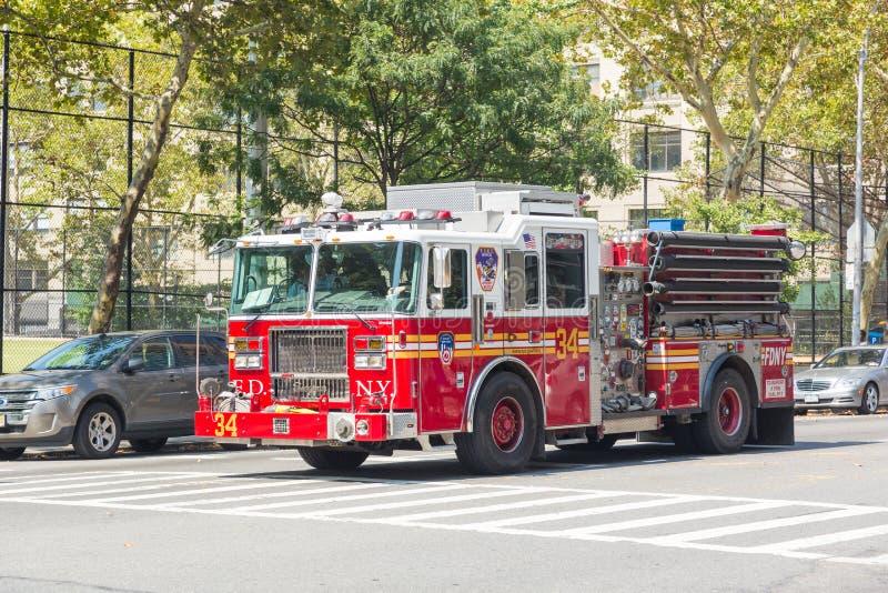 纽约,美国- 2014年8月20日:FDNY在曼哈顿9t的消防车 免版税图库摄影