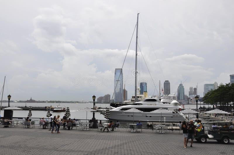 纽约, 7月2日:从Brookfield地方江边的新泽西全景从纽约在美国 免版税库存图片