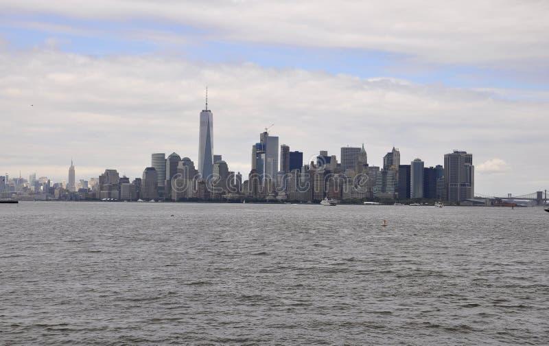 纽约, 8月2日:在日落的曼哈顿地平线在从纽约的哈得逊河 库存图片