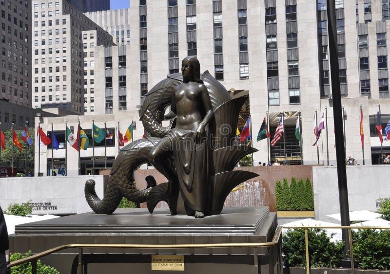 纽约, 8月2日:在纽约降低洛克菲勒从曼哈顿的广场雕象 免版税图库摄影