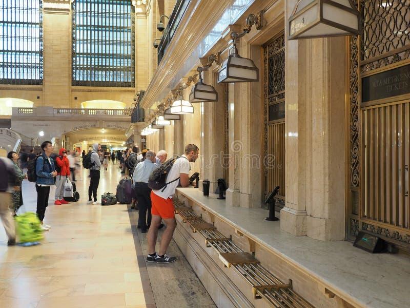 纽约,NY,美国 盛大中央驻地 人们在火车售票 免版税库存照片