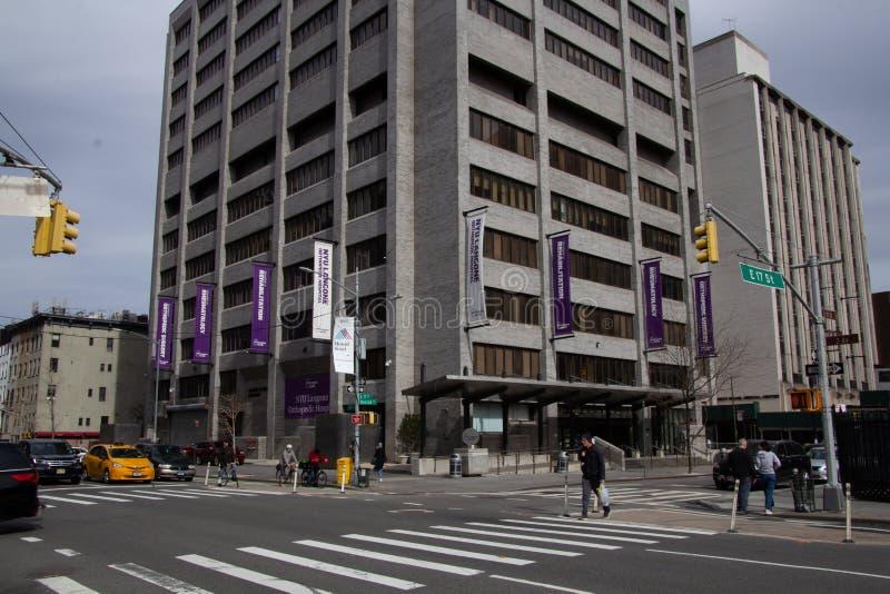 纽约,NY/美国- 3月 24 2019年:以前叫作医院的NYU Langone矫形医院的垂直的看法为 库存照片