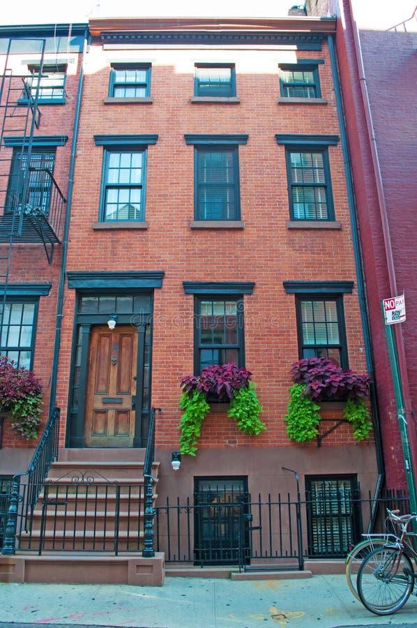 纽约:红色连栋房屋在2014年9月15日的格林尼治村 免版税库存照片