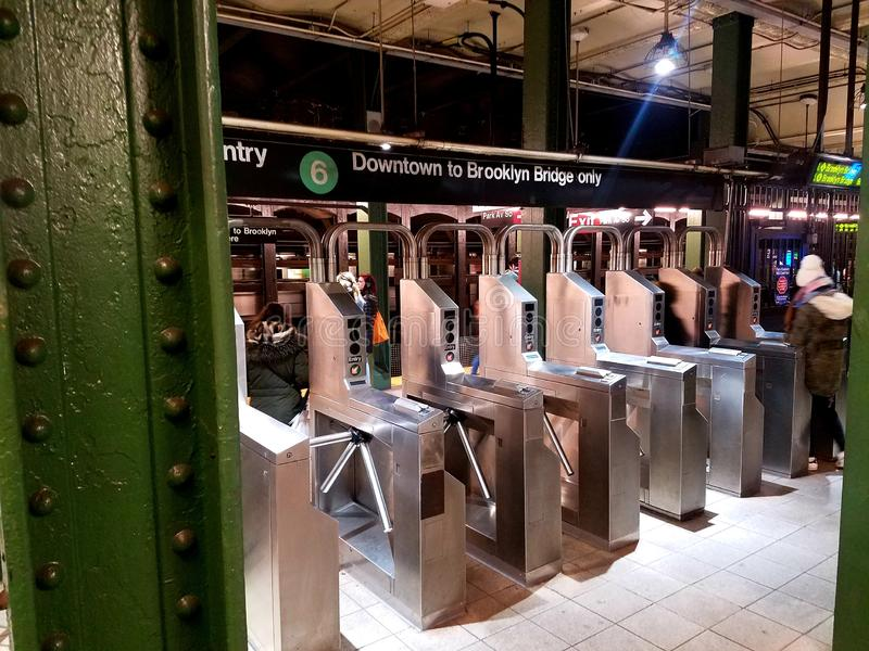 纽约:2018年12月10日 MTA第33街道6火车站在曼哈顿,纽约,NY美国 库存照片
