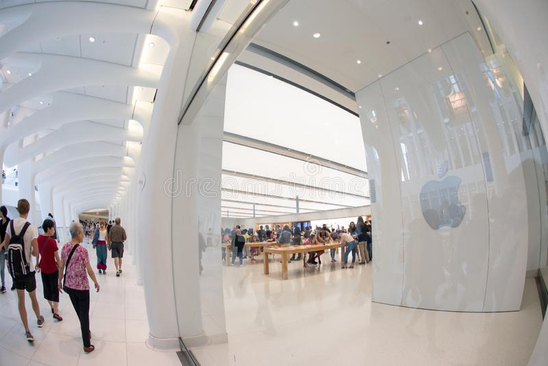 纽约-2018年8月:苹果计算机商店在Oculus,世界贸易中心运输插孔在纽约,美国 图库摄影