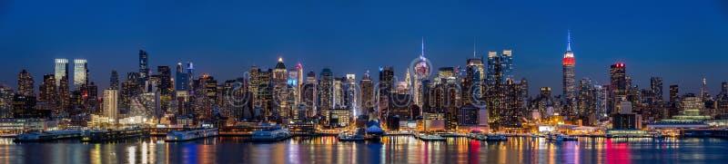纽约黄昏的中间地区全景 免版税库存照片