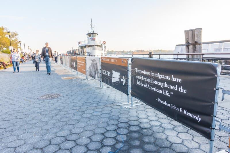 纽约- 2016年10月18日:等候的游人人群  免版税库存图片