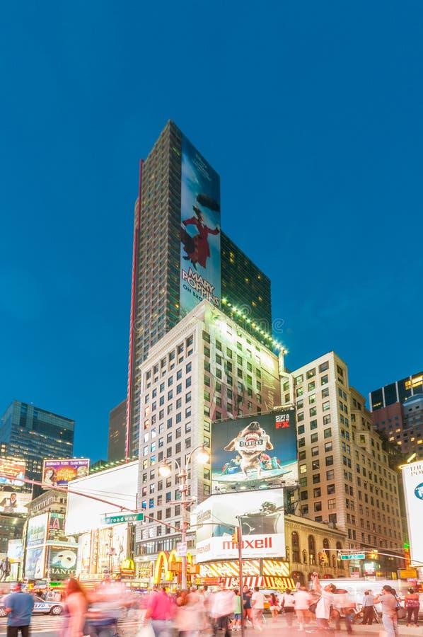 Download 纽约- 2010年9月5日:9月5日的时代广场在新 编辑类照片. 图片 包括有 大使, 正方形, 地标, 商业 - 72362051