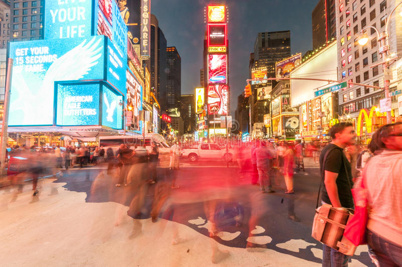 Download 纽约- 2010年9月5日:9月5日的时代广场在新 编辑类图片. 图片 包括有 地标, 购物, 办公室, 街市 - 72362420