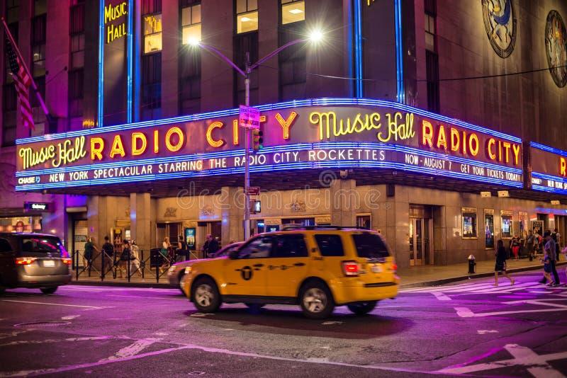 纽约- 7月1 :无线电城音乐厅2016年7月1日在纽约, NY 在1932年完成,著名音乐厅被宣称 免版税库存图片