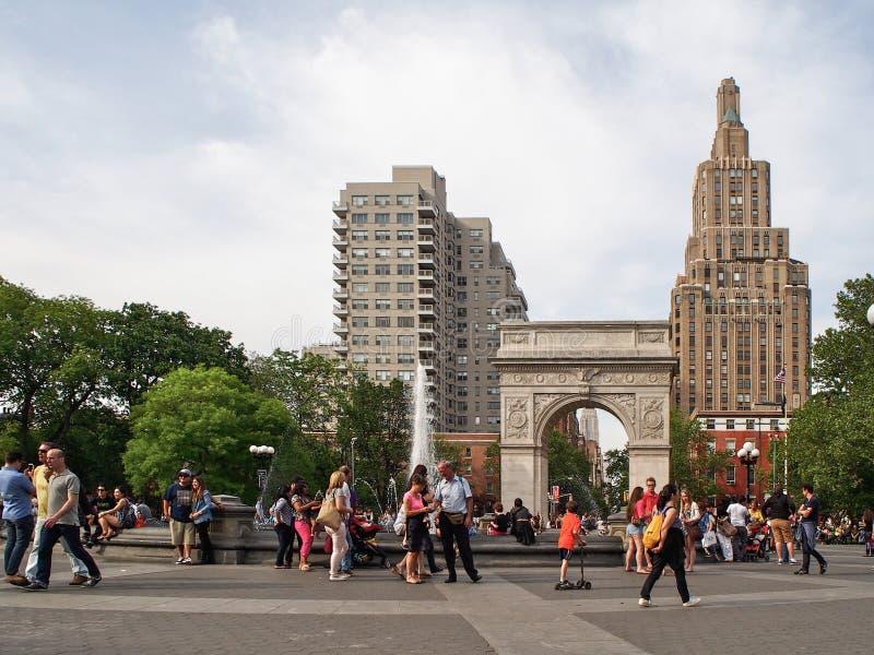 纽约-美国-人们在华盛顿广场在纽约 免版税库存照片