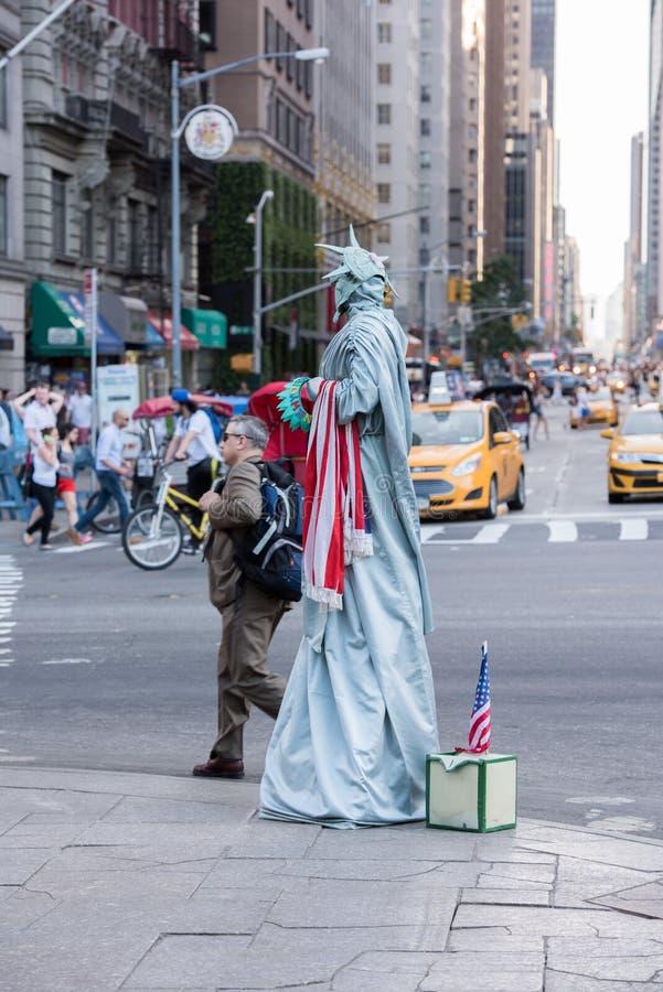 纽约-美国-在晴朗的星期天, 6月14日在中央公园附近的2015人 库存照片