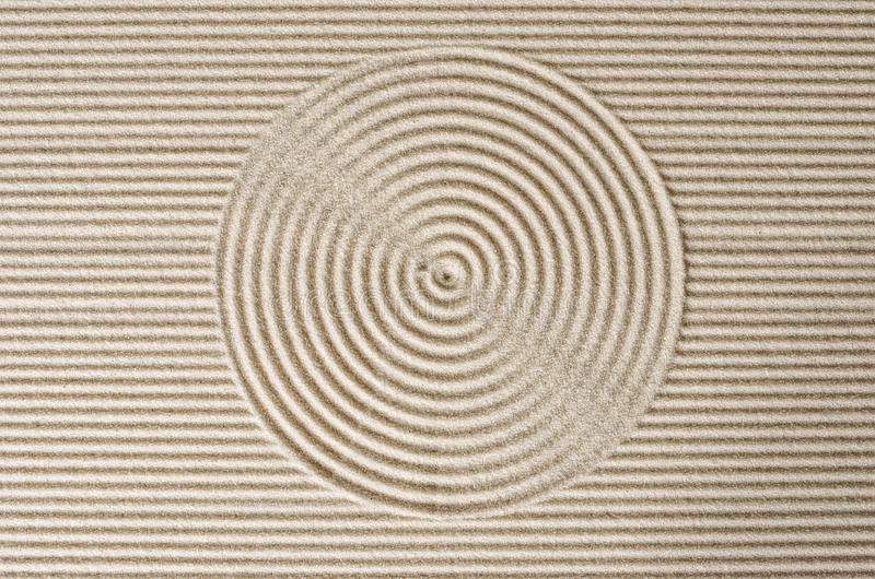 线和圈子在沙子 免版税库存图片