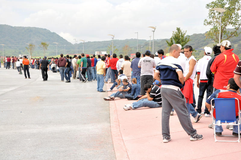 线路人等待 免版税库存照片